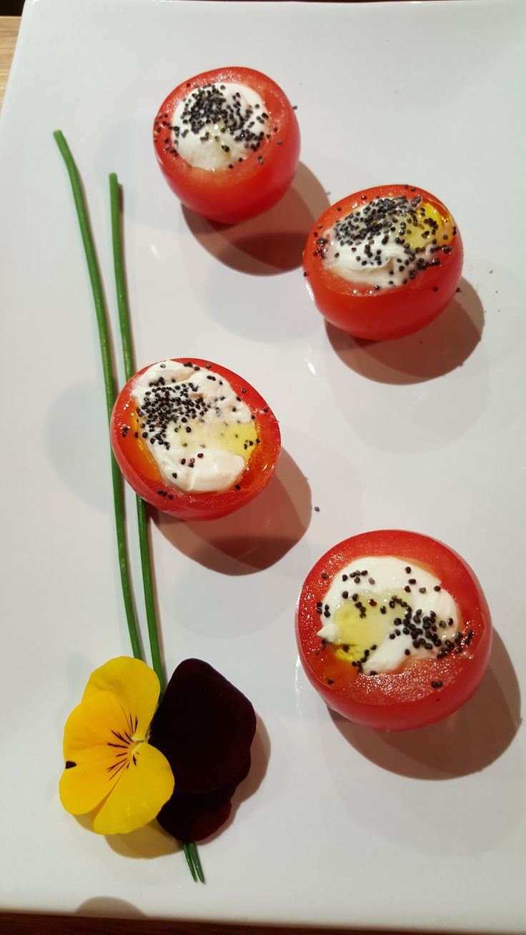 Cherry tomato cups with burrata cheese and Poppy seeds dressing #tasting #guidilenci