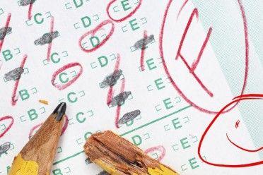 Una maestra le dio a un estudiante la calificación más baja y una cara sonriente. No se estaba burlando de él.
