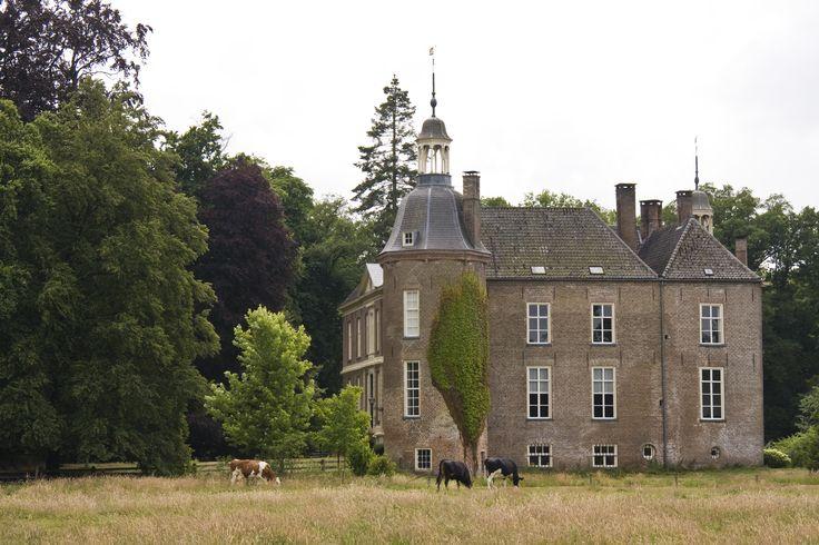 Kasteel Hackfort in Vorden gemaakt door Marieke Rouwenhorst. Aanstaande zaterdag 7 september is er Hackfort festival en is het kasteel voor het eerst open voor publiek!