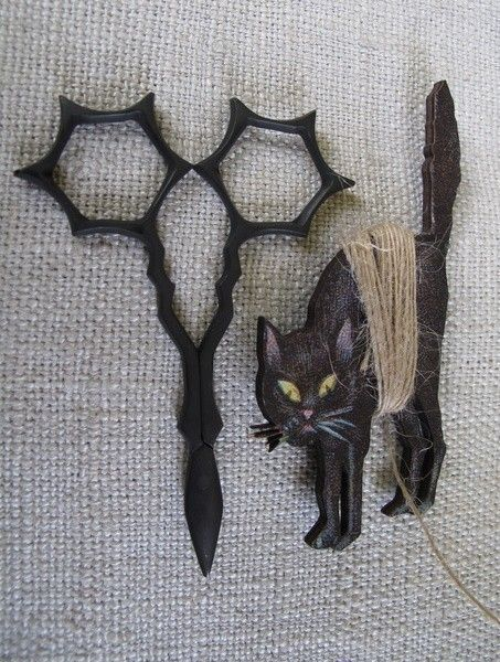 Halloween Embroidery Scissors and Spooky Cat Thread Winder cheswickcompany. $13.95, via Etsy. ~ oh someone buy these for me.....puhleeze
