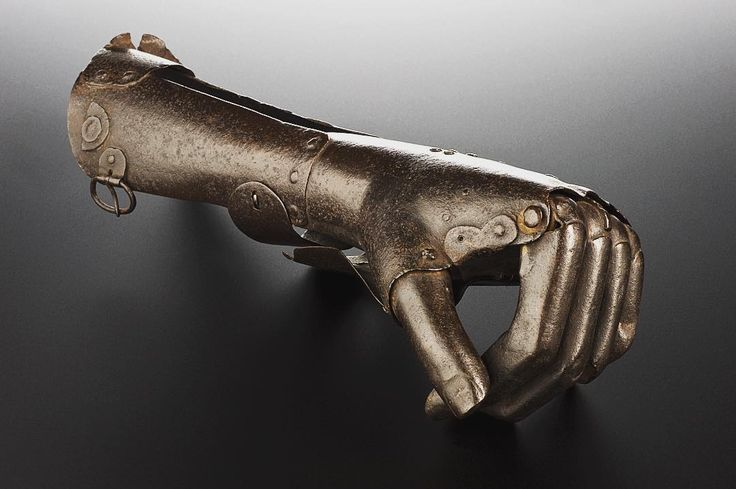 @drlindseyfitzharris • This artificial hand is nearly 500 years old. It dates from the 16th century. Most limbs were amputated in this era due to war injuries or accidents. This particular example consists of a metal casing which wrapped around the forearm stump and was secured by metal or leather straps. An internal mechanical structure (now missing) may have allowed the fingers basic movement. The fingers were created as a solid mass... Science Museum in London.