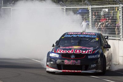 Jamie Whincup clinches the 2013 V8 Supercars title in Sydney