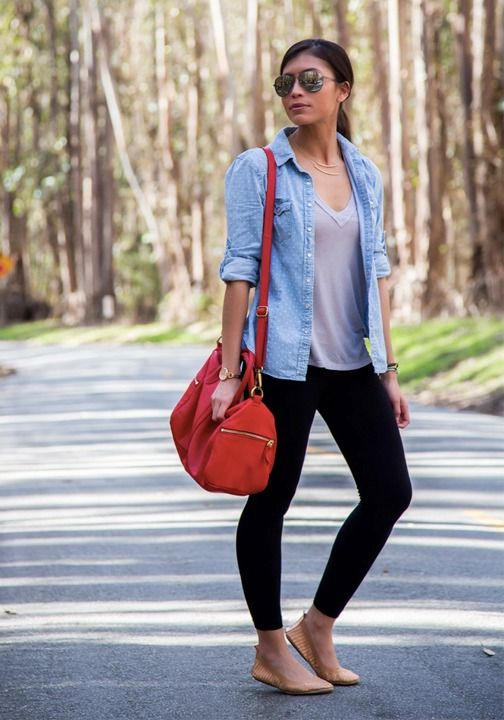 Summer outfit inspiration to stay comfortable and stylish while on a road trip. Flats and leggings are always a great choice!
