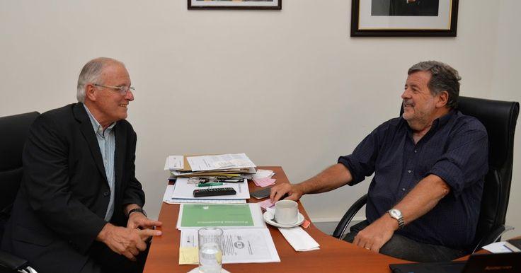 """http://ift.tt/2jVOxB6 http://ift.tt/2j8IJas  El ministro de Ciencia Tecnología e Innovación Jorge Elustondo mantuvo esta tarde una reunión con el saliente presidente de la Comisión de Investigaciones Científicas (CIC) Armando De Giusti quien dejará el cargo pero continuará al frente del organismo hasta tanto sea designado su sucesor.  """"De Giusti ha expresado su compromiso de seguir acompañando el trabajo iniciado durante 2016 en respaldo de la CIC y fundamentalmente de la trascendente…"""