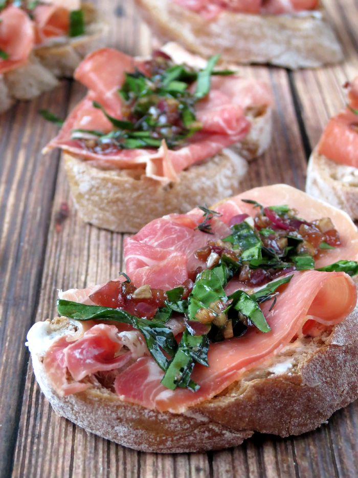 An easy and impressive Prosciutto Crostini with goat cheese, spinach and caramelized onions | YummyAddiction.com