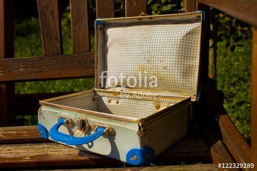 """Laden Sie das lizenzfreie Foto """"Alter Koffer"""" von Photocreatief zum günstigen Preis auf Fotolia.com herunter. Stöbern Sie in unserer Bilddatenbank und finden Sie schnell das perfekte Stockfoto für Ihr Marketing-Projekt!"""