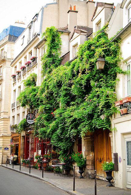 Au Vieux Paris d'Arcole, restaurant Ile de la Cité, Paris by Bee.girl, via Flickr