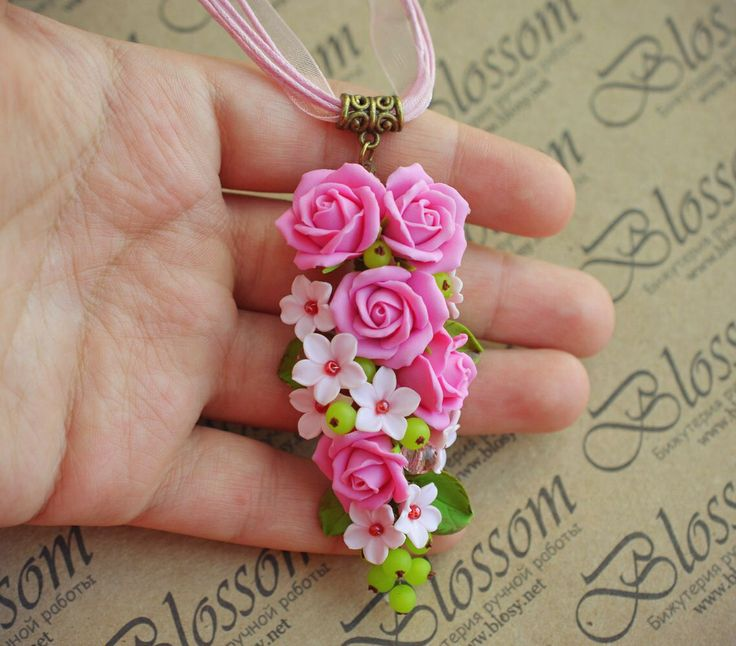 Pendant with roses by Blossom