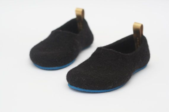 Women slippers Felted slippers Black slippers by JurgaFeltLife