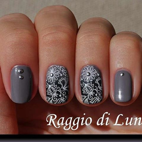 Piękny manicure wykonany przez Raggio di Luna przy użyciu płytki #blueberry01 / beautiful manicure made by Raggio di Luna with #blueberry01 plate #blueberryplate #blueberrystore #stamping #stampingplates