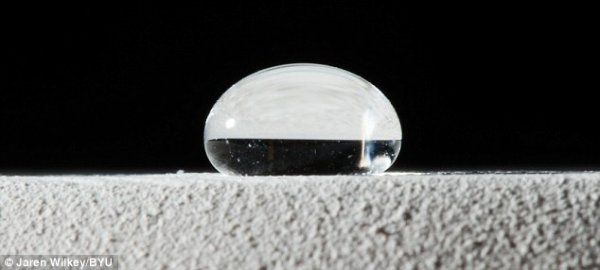 超防水材料:能让水滴反弹