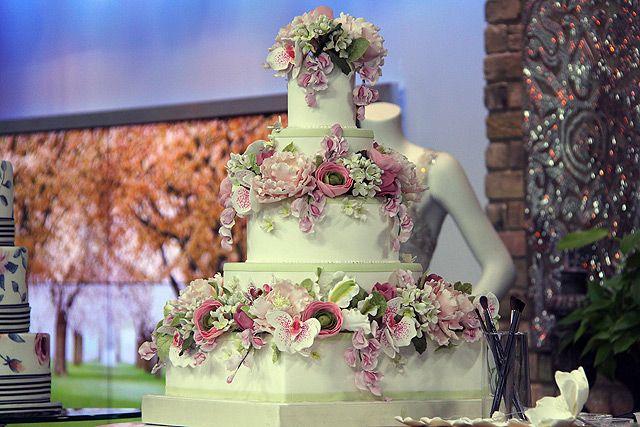 The latest wedding cake trends