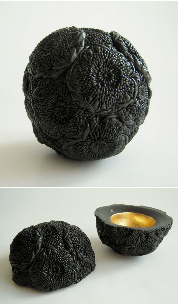 of Japanese-born, London based artist Hitomi Hosono. my current porcelain work are shapes inspired by leaves and flowers.