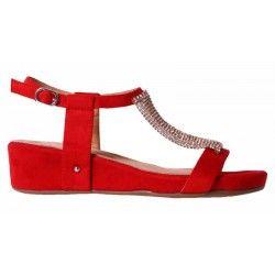 Sandalia con cuña color rojo con adorno metalizado. Modelo 26014  #VeronaFootwear #Sandalias #Cuñas #Calzado #shoes #moda #fashion #colors #animalprint #style #streetstyle