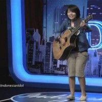 Riska Afrilia - Tak Lagi Galau (audisi indonesian idol bandung) by iker apensi on SoundCloud