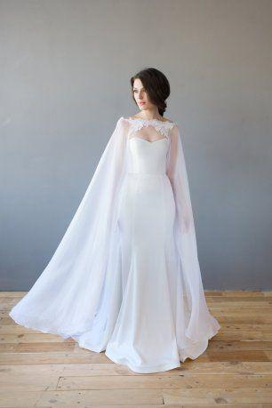 Платье с длинной прозрачной накидкой
