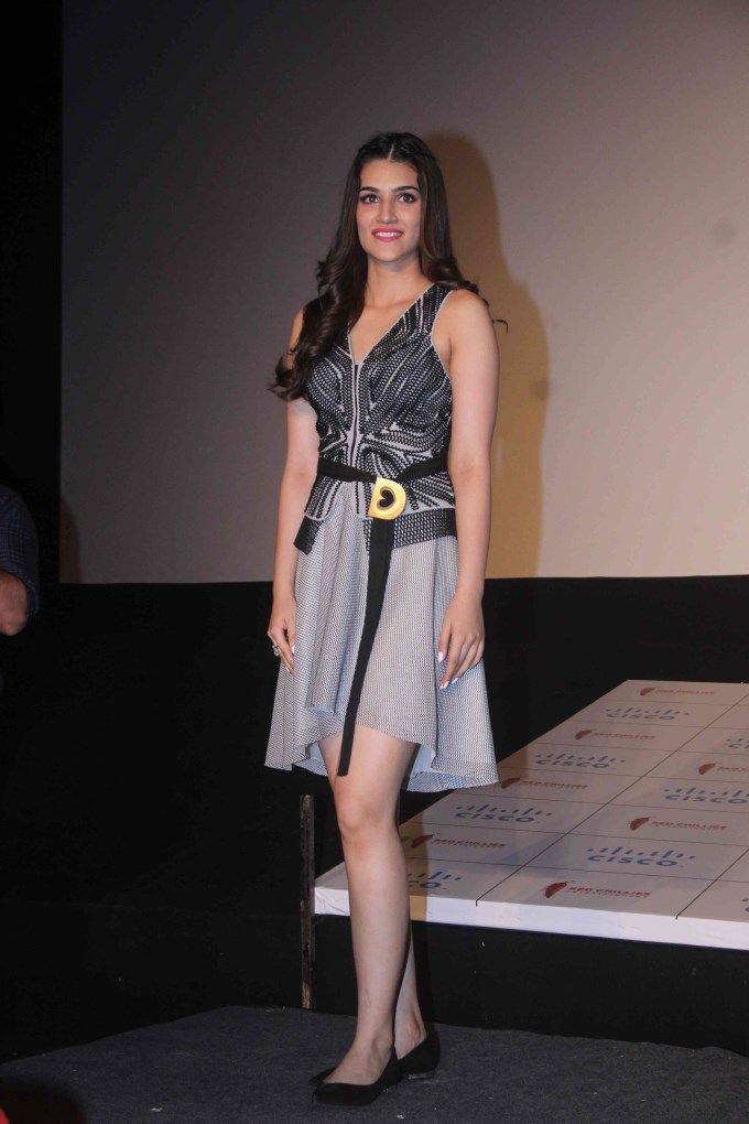 Kriti Sanon at #DilwaleTrailer launch. #Bollywood #Dilwale #Fashion #Style #Beauty #Hot #Sexy #Legs