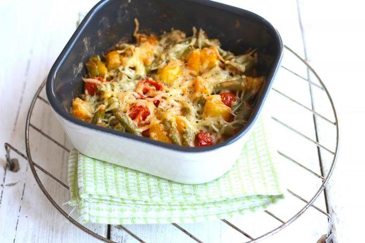 Aardappel ovenschotel met sperziebonen, cherrytomaatjes en ui
