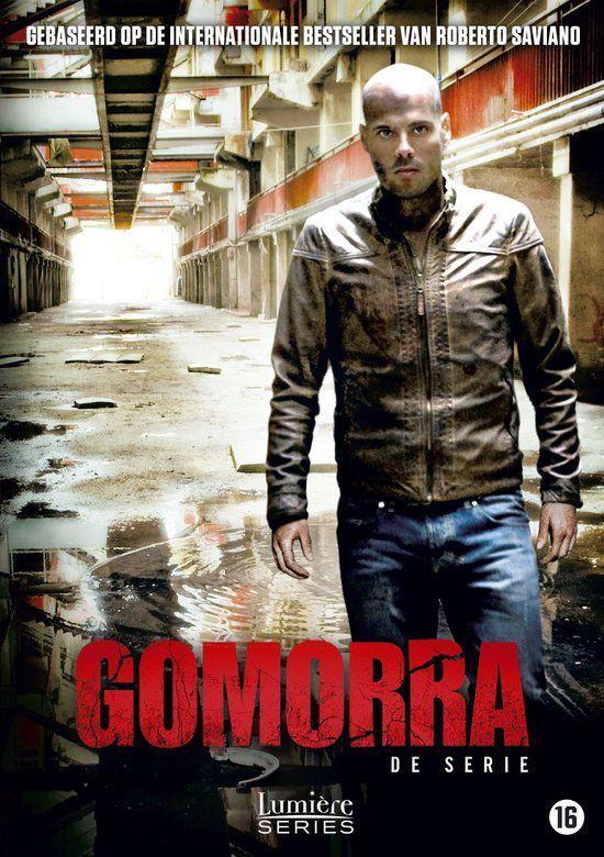 Misdaadserie over het reilen en zeilen van de Camorra, de maffia in Napels, vertelt vanuit het perspectief van de 30-jarige Ciro