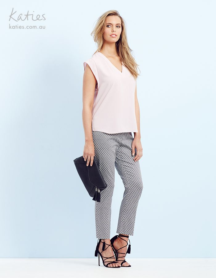 SLIM LEG PANT / Style meets comfort with our easy wearing slim leg stretch cotton sateen pants. They'll take you from a casual lunch, to work and to dinner - and everywhere in between and to work.