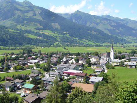 Tabara de engleza / germana, Academia de Film si Mountain & Lake Adventure  Tabara internationala de vara de limba germana / engleza pentru copii cu varsta intre 10 si 16 ani se desfasoara in Piesendorf, o asezare rurala tipic austriaca situata intr-o depresiune intramontana la 90 de minute de Salzburg si 5 minute de renumita statiune Zell am See.   Cazarea se face in Cabana Notburgahof, in camere cu 2-5 paturi si baie proprie. Capacitatea cabanei este de 75 de locuri…
