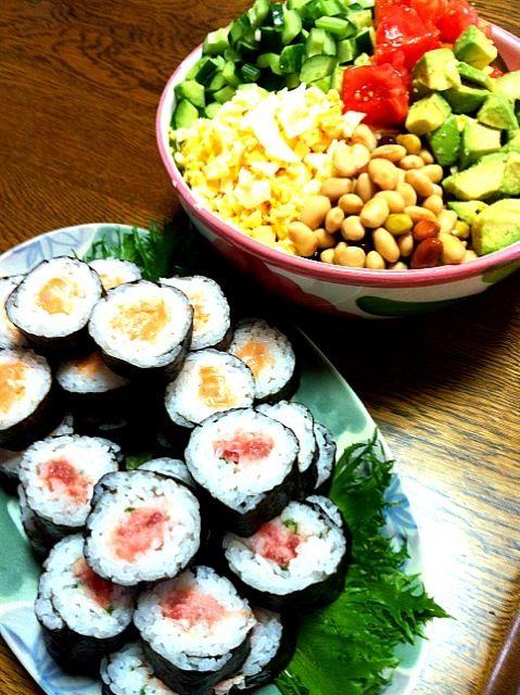 今日は、主人の誕生日  リクエスト料理! - 24件のもぐもぐ - ネギトロ&サーモン巻・コブサラダ by morinnorin2