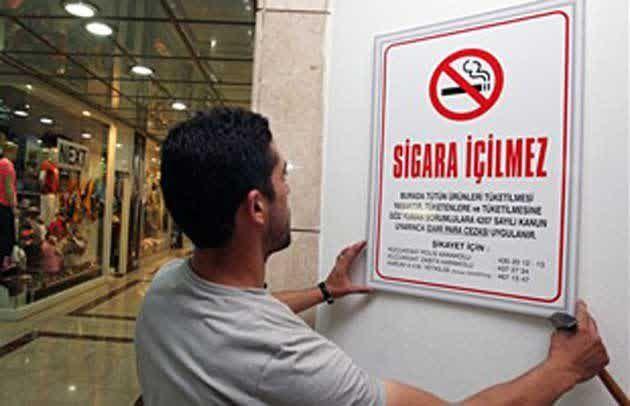 Turki Larang Penjualan Rokok di Kampus Universitas  Sebuah peraturan baru perihal rokok akan segera diluncurkan di Turki isinya antara lain larangan penjualan rokok di lingkungan kampus universitas. Kita akan melarang penjualan rokok di kampus-kampus universitas kata Menteri Kesehatan Mehmet Muezinnoglu kepada kantor berita resmi pemerintah Anadolu Agency Selasa (19/4/2016). Rokok mengubah dari bukan perokok menjadi perokok pasif. Dalam waktu-waktu mendatang kita akan melarang merokok di…