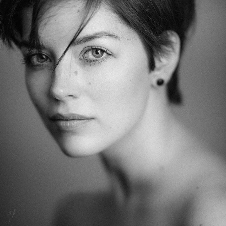 Editors' Selection 2018-03-20 » Amy Lee « Ⓒ Photographer Andreas Jorns ★112  https://strkng.com/s/d6r  Portrait / Europe / Germany / Nordrhein-Westfalen / Haan https://ajorns.strkng.com/en/  Participants: Model Amy Lee   #strkng #Portrait #Haan #Europe #Germany #Nordrhein_Westfalen #Andreas_Jorns #bestof #international #contemporary #photography #portrait #blackandwhite #short_hair #pure #natural