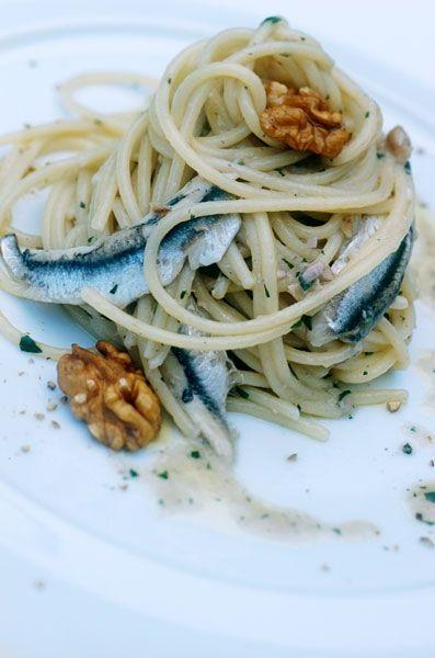 Spaghetti all'aglio, olio, alici e noci - ricetta inserita da Alfonso ed Ernesto Iaccarino