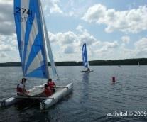 A la base nautique du Lac des Settons, naviguer en eaux calmes
