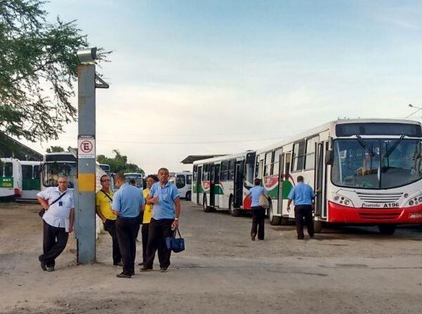#leiamais WWW.OBSERVADORINDEPENDENTE.COM EM FEIRA DE SANTANA: Paralisação: população fica sem ônibus na manhã desta terça-feira (17)