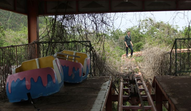 on the way back to busan from geoje, we had to stop at the abandoned amusement park. replete with graffiti, garbage and vines, it was a creepy place. and of course, matt had to find ways to put his…