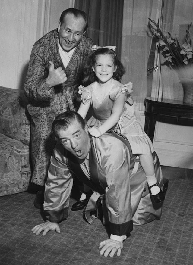 Bud Abbott with Lou Costello and his daughter