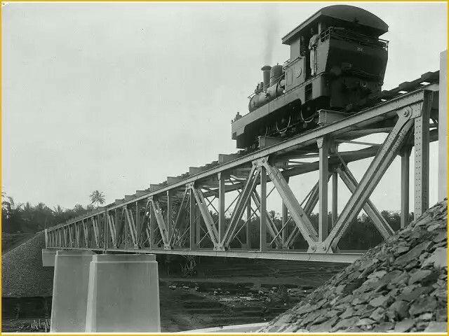 Locomotief dari Nederlandsch-Indische Spoorweg Maatschappij (NIS)  melintasi Kali Kuwas ,Temanggung 1910-1925