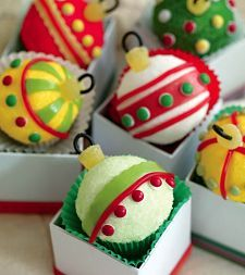 Christmas ornament cupcakes! Lots of really cute Christmas food ideas included here.
