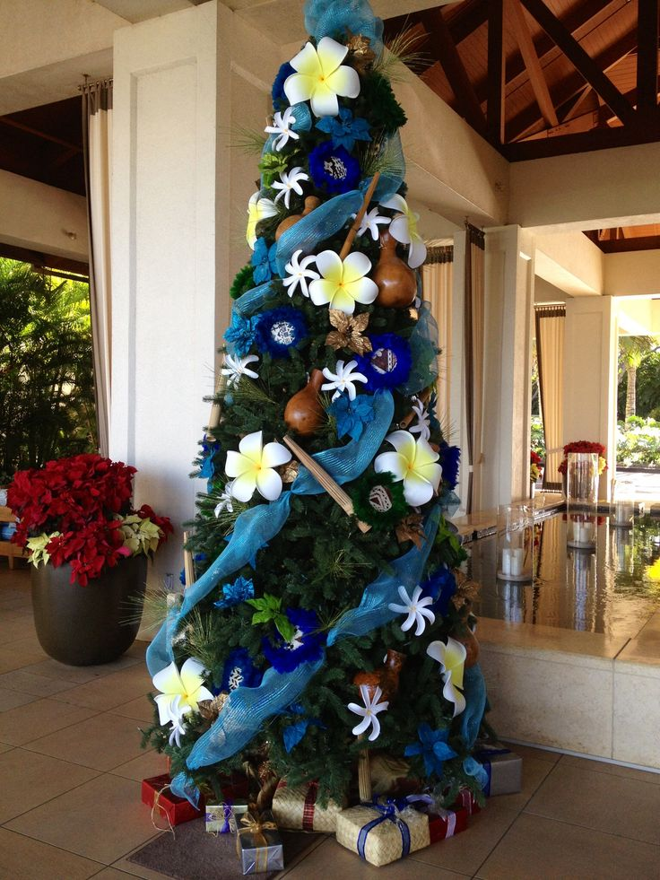 Beach style Christmas tree. This tree is so the Thaxtons and Tsuneyoshi Christmas tree!