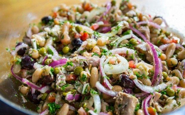 Receitas da Carolina - Salada de feijo branco (Foto: Robert Schwenck)