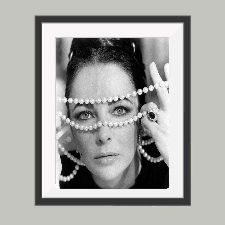 Elizabeth Taylor poster, leuke poster om bijvoorbeeld op te hangen in de woonkamer. Goedkoop de leukste posters in verschillende materialen en materialen.