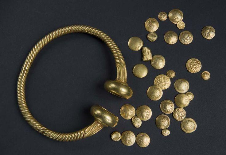 Le trésor gaulois de Tayac / Torque et monnaies d'or. Fin du IIe – début du Ier siècle av. J.-C