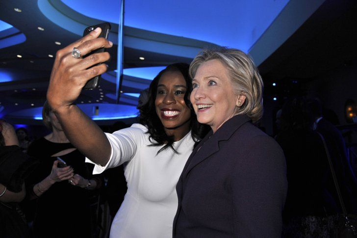 "Pin for Later: ""Sag' Cheese!"" Die besten Selfies der Stars Uzo Aduba und Hillary Clinton"