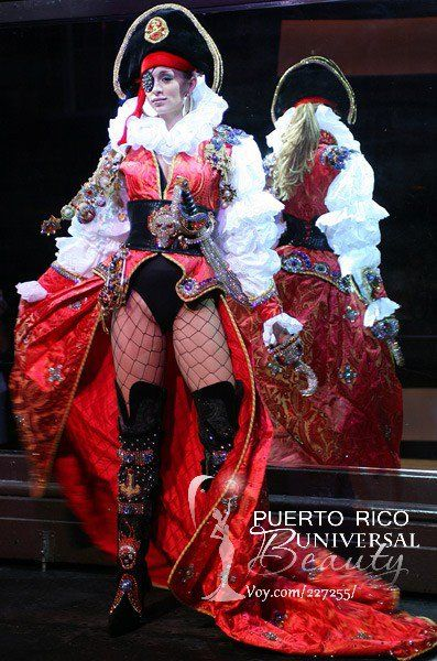 Miss Puerto Rico Universe 2007, Uma Blasini. Traje típico alusivo al Pirata Cofresí. #MissUniverse #NationalCostume #UmaBlasini #MissPuertoRico #MissUniverse2007