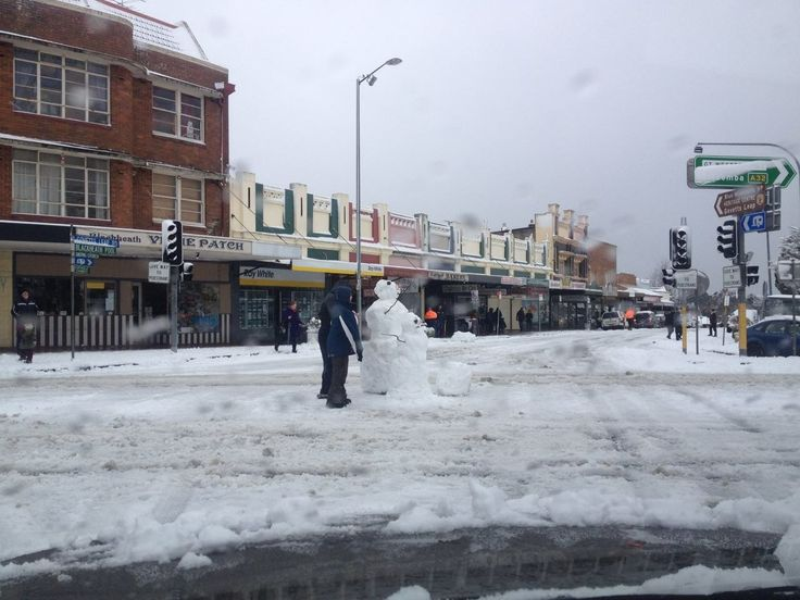 Govetts Leap rd and Great Western Highway in snow
