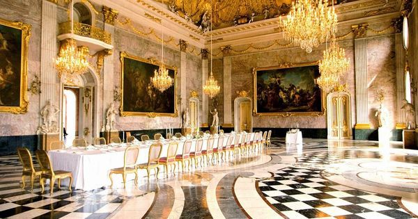 VERSAILLES PALACE DINING ROOM