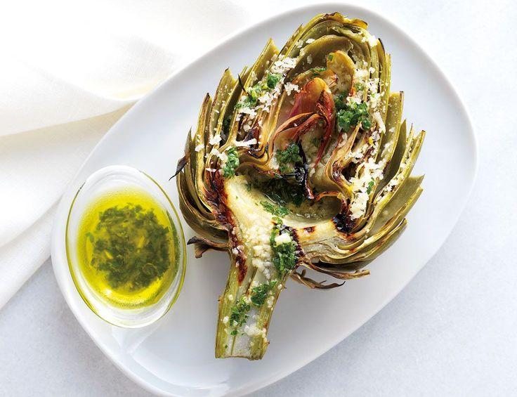 Unser Grillrezept für Artischocken mit Zitrone, Knoblauch und Parmesan verspricht einen tollen Grillabend! Denn das Rezept eignet sich nicht nur als Grillvorspeise, sondern zudem ideal für das vegetarische Grillvergnügen. http://www.fuersie.de/grillen/artikel/grillrezept-artischocken-mit-zitrone-knoblauch-und-parmesan