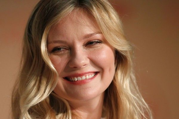 Kirsten Dunst Photos Photos - US actress Kirsten Dunst  poses on May 24, 2017 during a press conference for the film 'The Beguiled' at the 70th edition of the Cannes Film Festival in Cannes, southern France.  / AFP PHOTO / Laurent EMMANUEL - 'The Beguiled' Press Conference - The 70th Annual Cannes Film Festival