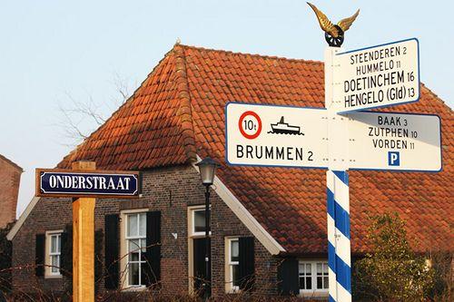 """Achterhoek Foto """"ANWB wegwijzer aan de Onderstraat Bronckhorst"""" Bronckhorst.11 by Hans Hendriksen"""