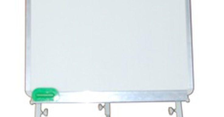Cómo hacer una pizarra blanca usando esmalte de alta protección.. Las pizarras blancas son un sustituto popular para los tradicionales pizarrones de tiza, tanto en casa, como en escuelas oficinas y bibliotecas. Estas pizarras requieren marcadores para presentaciones visuales vistosas, y son invaluables para aquellos alérgicos al polvo de tiza. Son ideales para ubicar cerca de aparatos sensibles al polvo, como ...
