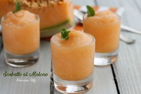 Il Sorbetto al Melone è una ricetta facilissima da preparare, senza panna, senza cottura, senza uova..in pochi semplici passaggi otterrete il sorbetto