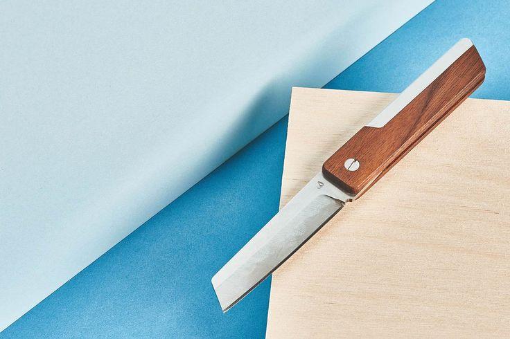 DasHigonokami Taschenmesser von Grovemade ist von einem traditionellen japanischen Design abgeleitet und vereint schlichtes Design mit perfekter Verarbeitung. Um die Klinge ausgeklappt zu fixieren…