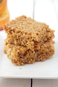 Golden syrup flapjacks recipe: 125 gr (1 part) butter, 125 gr (1 part) brown sugar, 250 gr (2 parts) oats, 2-3 tbsp golden syrup. Melt in a saucepan and mix together with oats. Bake in oven for 20-25 mins at 300F / 150 celsius degrees. #flapjack #snack #granola-bar